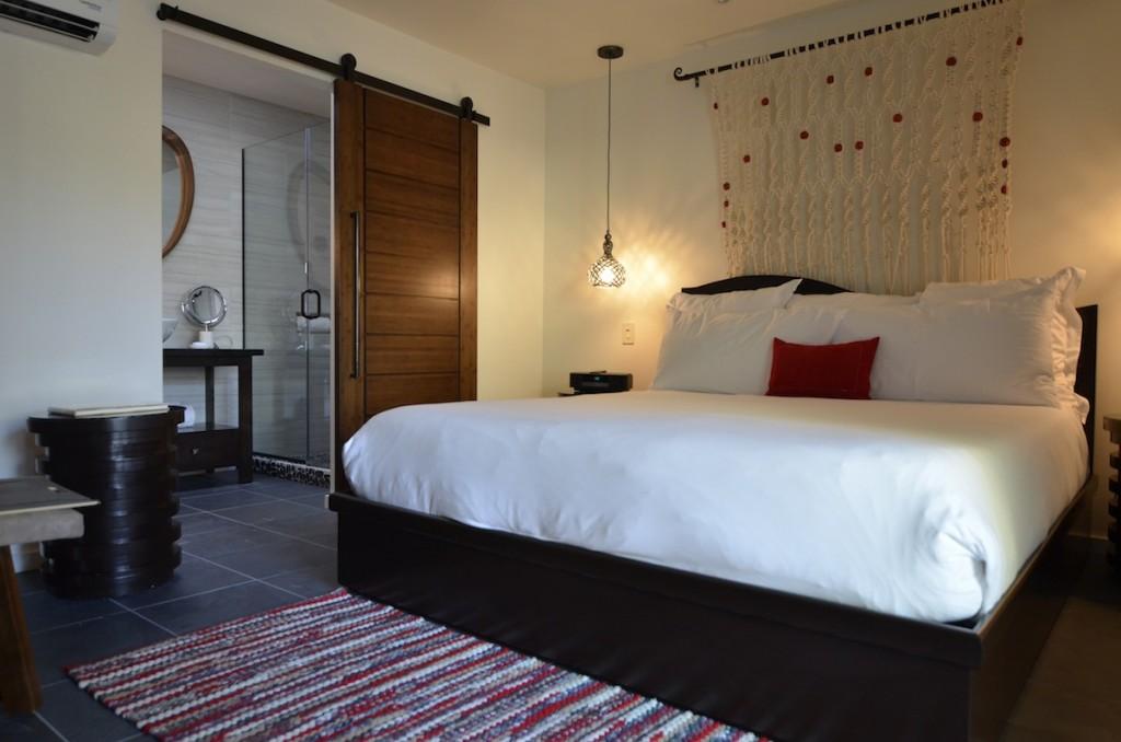 hotel room via Jessica Festa